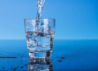 bicchiere d'acqua benefici