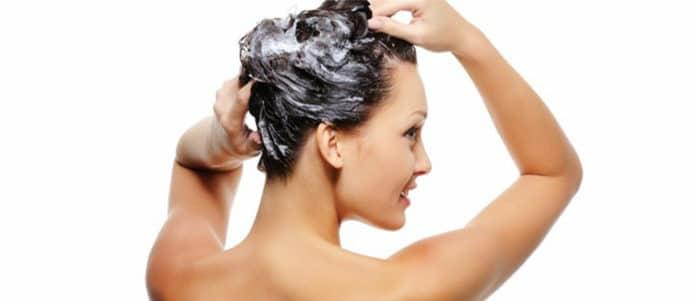 lavare i capelli tutti i giorni